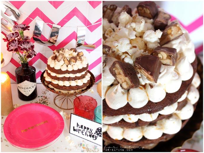 Snickers-Torte mit Popcorn und Karamellsoße