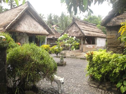 Rumah Tradisional Bali - Desa Batuan Gianyar Bali, Liburan, Perjalanan, Objek Wisata