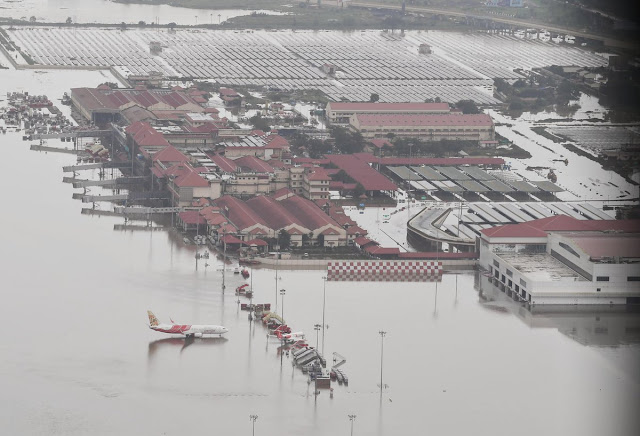 Prime Minister Narendra Modi gave 500 crores to flood affected Kerala, again made aerial survey