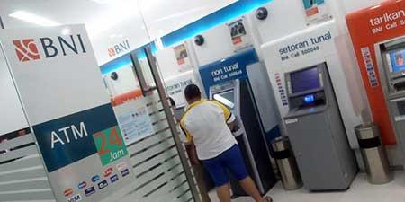 Biaya Transaksi ATM BNI Tarik Tunai, Transfer, Isi Pulsa, Dll