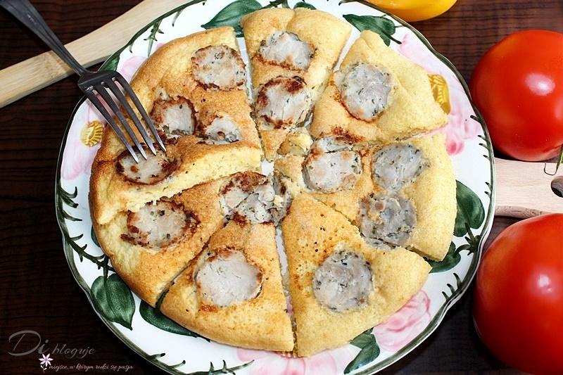 Biszkoptowy omlet z chrzanem i białą kiełbasą