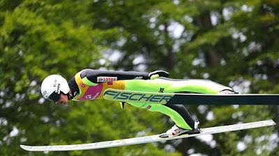 Poloneses vencem em casa na abertura do Grand Prix de Esqui Saltos