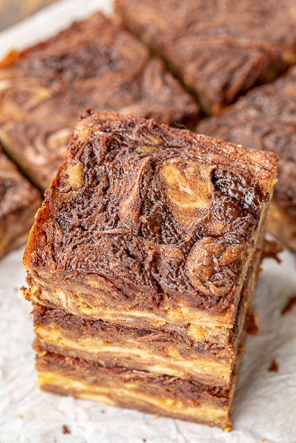 Salted Caramel Banana Bread Brownies - crazy good! Homemade banana bread brownies with salted caramel chips. SO easy to make! Chocolate chips, butter, vanilla, ripe bananas, sugar, eggs, flour, salt and salted caramel chips. Serve with extra banana slices, vanilla ice cream and lots of caramel sauce! Great for potlucks, dinner parties, tailgating and homemade holiday gifts! #brownies #dessert #bananabread #homemadegift