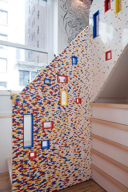 ตกแต่งราวบันไดบ้านสไตล์ Lego