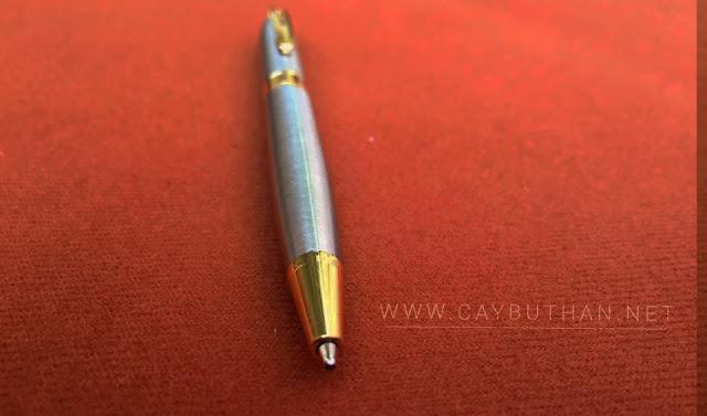 Bút kim loại quà tặng có thiết kế đơn giản