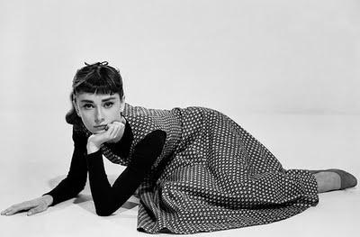 С чем носить платье из твида: подборка актуальных образов