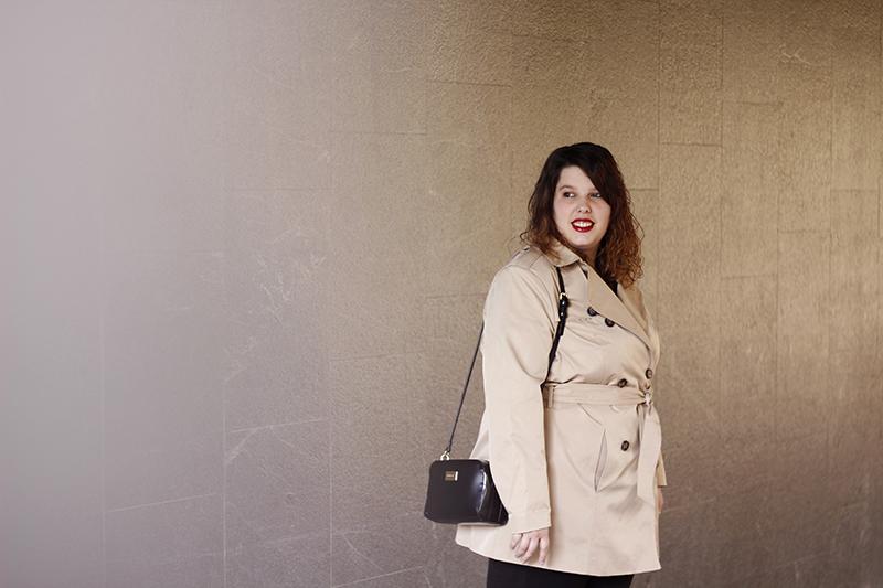 Outfit basico con gabardina beige III. Look hecho por Almudena Duran Arnaiz