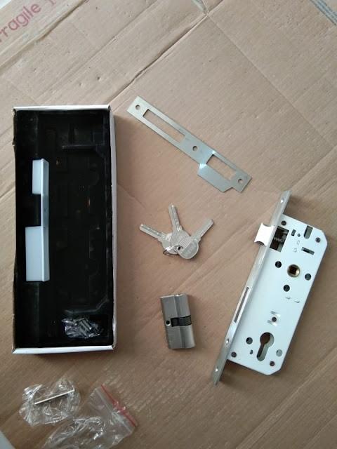 lock case pintu swiing