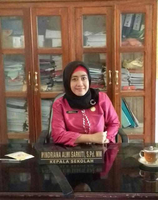 Windriana Alwi Sarkiti  Fokus Benahi SMPN 7