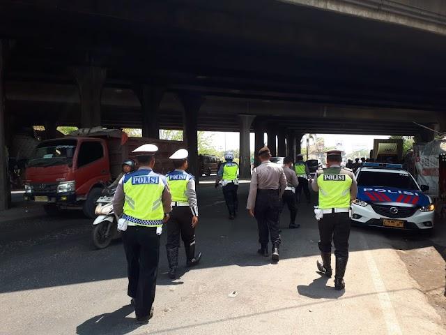 Antisipasi Gangguan Kamtibmas Jelang Pelantikan Presiden, Polres Cirebon Razia Kendaraan di Jalur Pantura