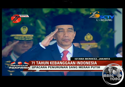 Presiden Joko Widodo (Jokowi) saat penghormatan upacara penurunan bendera pusaka
