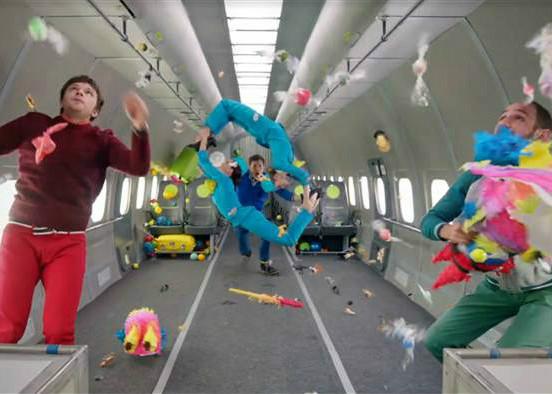 Banda Ok-Go lança novo videoclipe em gravidade zero