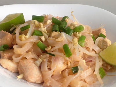 Kurczak z tofu i makaronem ryżowym