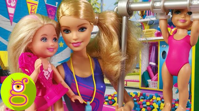 Barbie entrenadora de Gimnasia Rítmica de Chelsea y Cristal - Capítulo #30 - juguetes Barbie en español
