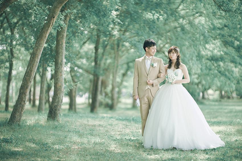 森でウェディングドレスが素敵すぎる撮影