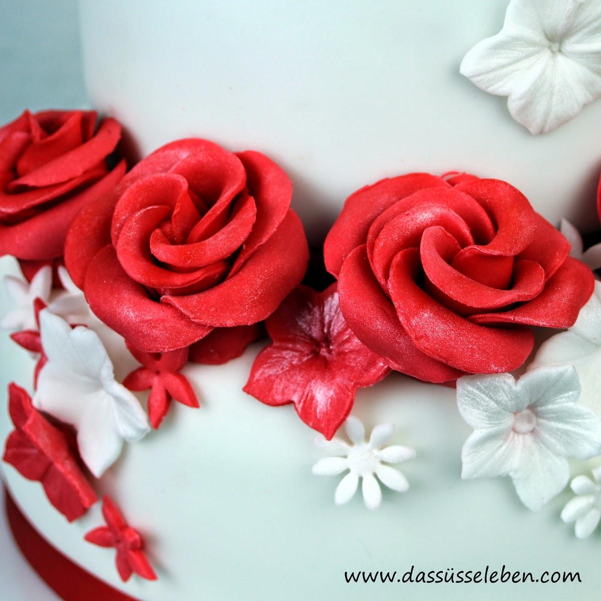 rezept rote hochzeitstorte mit rosen das s e leben. Black Bedroom Furniture Sets. Home Design Ideas