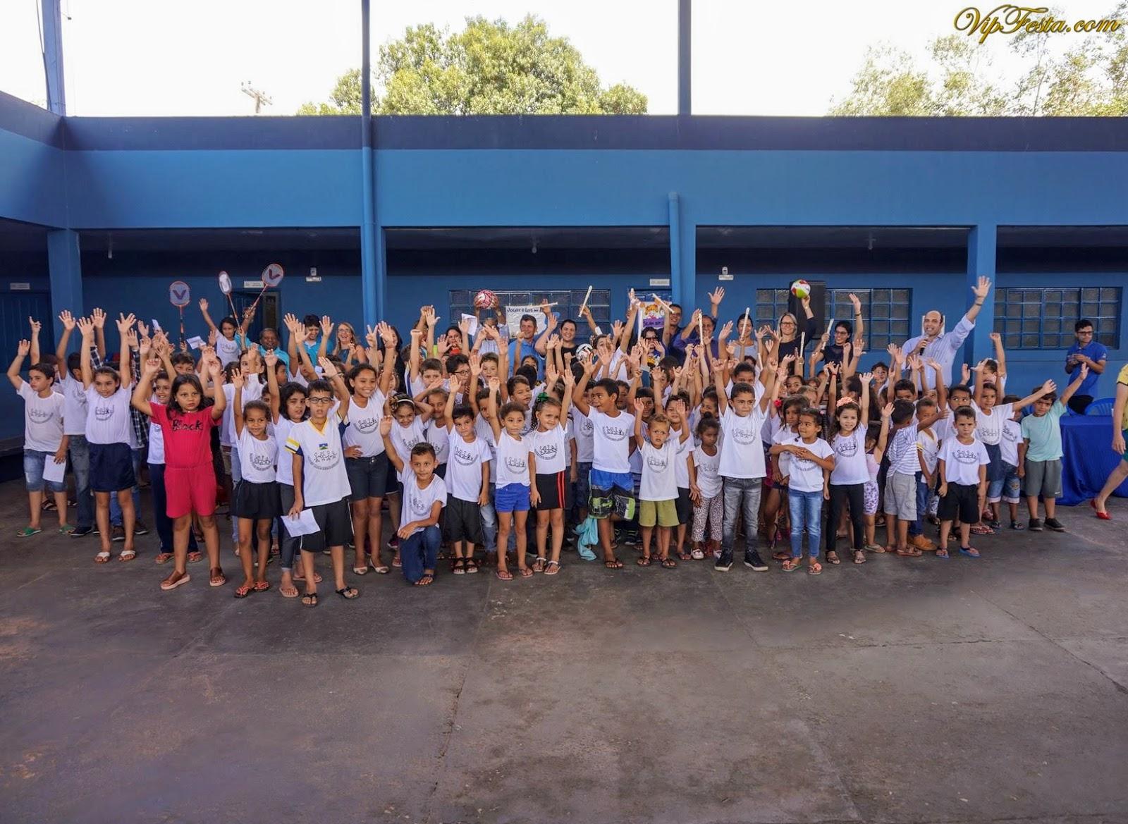 c92925fa5 Entrega para escolas de material esportivo e kits musicais pela ...