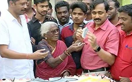 Jallikattu's victory celebrated by youth at Chennai | #Jallikattu