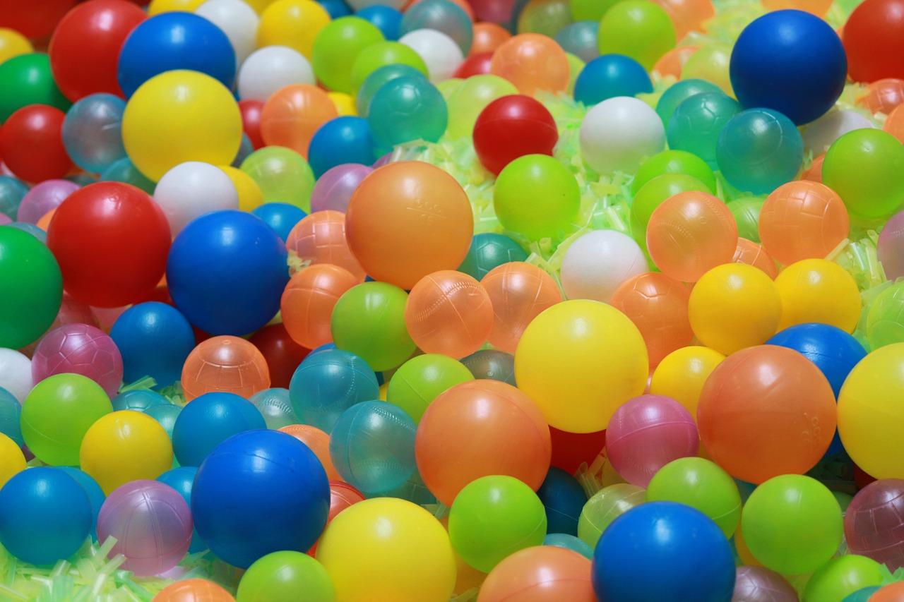 Ideas para jugar y festejar lluvia de pelotas for Bolas para piscina de bolas