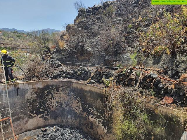 Los Bomberos intervienen ayer por una quema no autorizada de rastrojos en Los Llanos de Aridane
