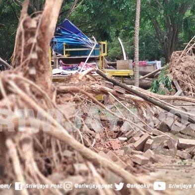 Venue Dirusak Hujan dan Angin Kencang, Pusri Kirimkan Crane 50 Ton KE Jakabaring Sport Center