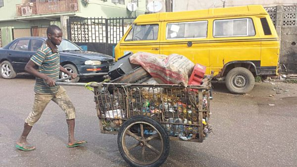 Lagos State Govt Puts A Stop To Wheel Barow And Cart Services In The State.