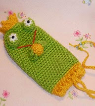 http://www.ravelry.com/patterns/library/frog-cozy