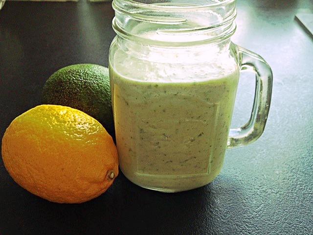 Koktajl z awokado i mleka kokosowego