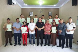 KaKemenag Majalengka Serahkan Uang Pembinaan Kepada Peraih Medali Pada Ajang Aksioma Provinsi Jawa Barat 2019
