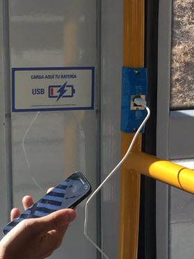 Cargadores de móvil por USB en Metro Ligero Oeste
