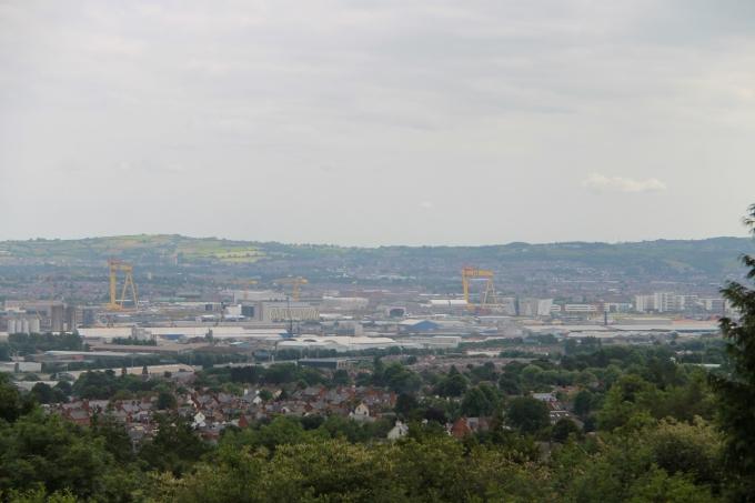 Belfast nähtävyydet turistibussista ja Belfast lasten kanssa / Belfastin linna
