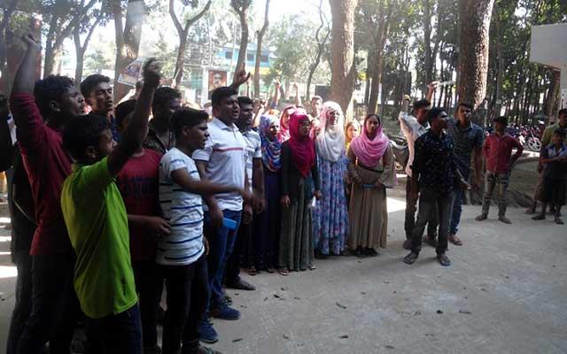 বকশীগঞ্জে কলেজ ছাত্রীদের মারধরের প্রতিবাদে বিক্ষোভ মিছিল