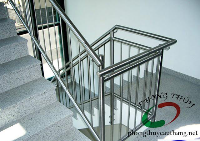 Mẫu thiết kế cầu thang hợp với diện tích nhà nhỏ số 4
