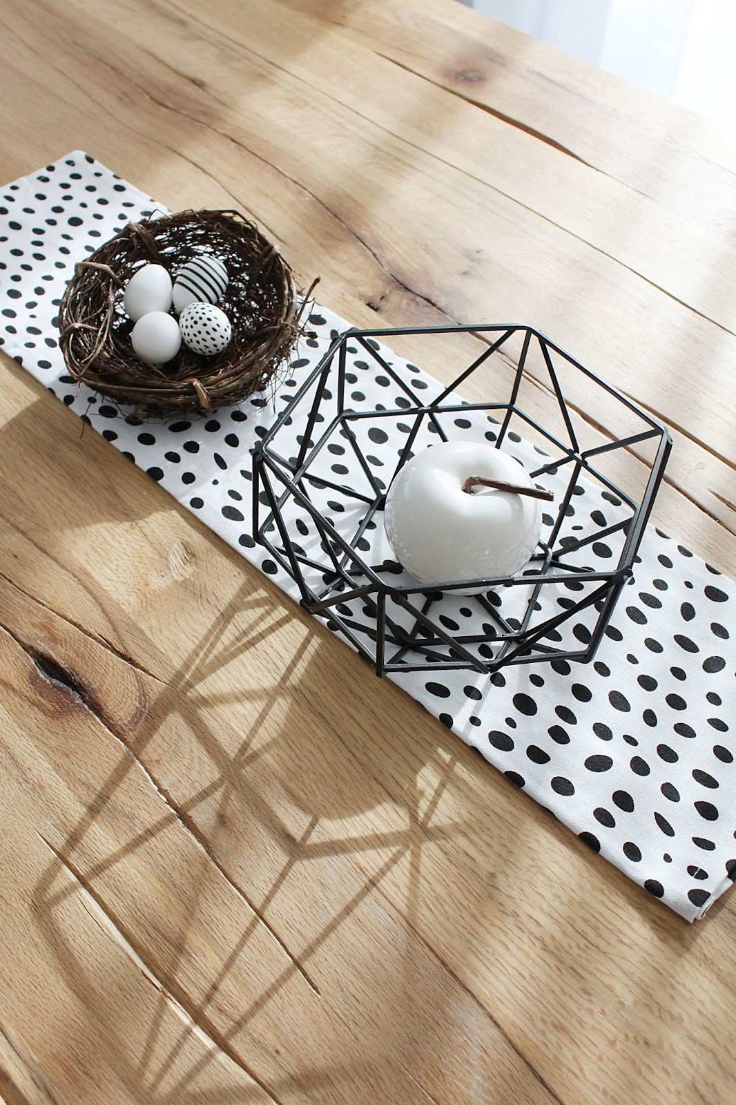 finjas white Living reduzierte Tischdekoration zu Ostern