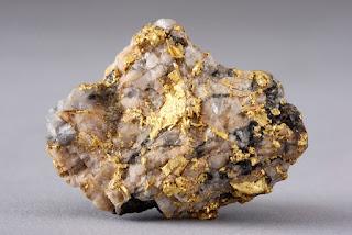 encontrar ouro na rocha de quartzo