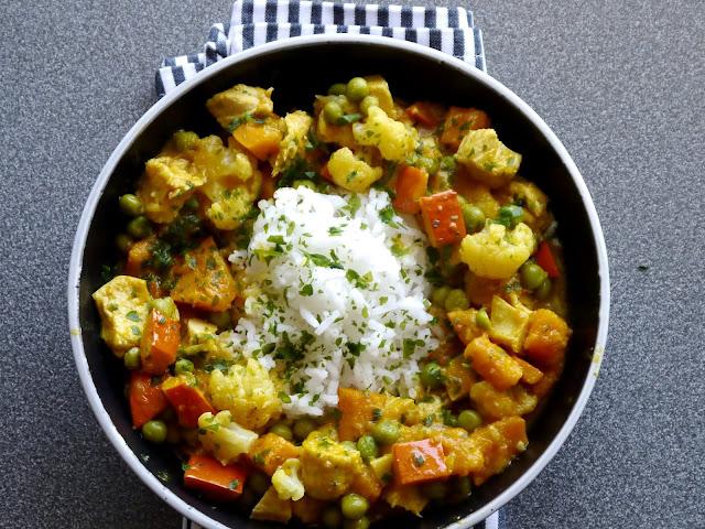 Curry dyniowo-kalafiorowe z kurczakiem  - Czytaj więcej »