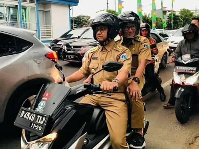 Bonceng Sandi, Anies naik motor tembus kemacetan Mampang Prapatan