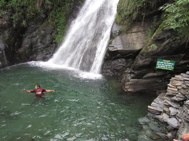 waterfall bhagsunaag