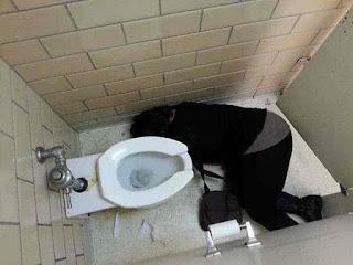 यह हैं दारू के साइड इफ़ेक्ट जो सिर्फ ज्यादा पीने वालों के साथ ही होते हैं, देखें तस्वीरें (Side Effect Of Alcohol Most Funny Images), Funny Images Of Drunk Peoples, Most Funny Images, Funny Images In Hind, Latest Funny Images Of Alcoholic Peoples