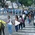 Estudantes bloqueiam trânsito na avenida Deodoro em Cidade Alta
