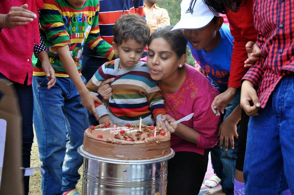 images of birthday - cake cutting with HOHO Bus