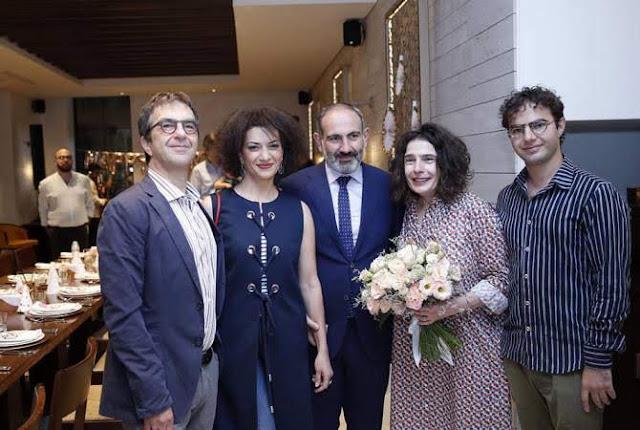 Atom Egoyan y Arsinée Khanjian obtienen pasaportes armenios