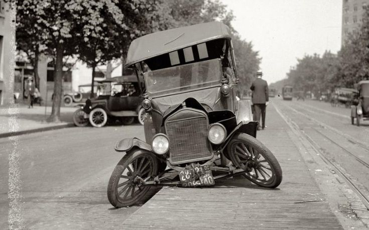 Σαν σήμερα (4 Μαρτίου) πριν απο 110 χρόνια έγινε το πρώτο θανατηφόρο τροχαίο στην Ελλάδα όταν υπήρχαν μόλις επτά αυτοκίνητα