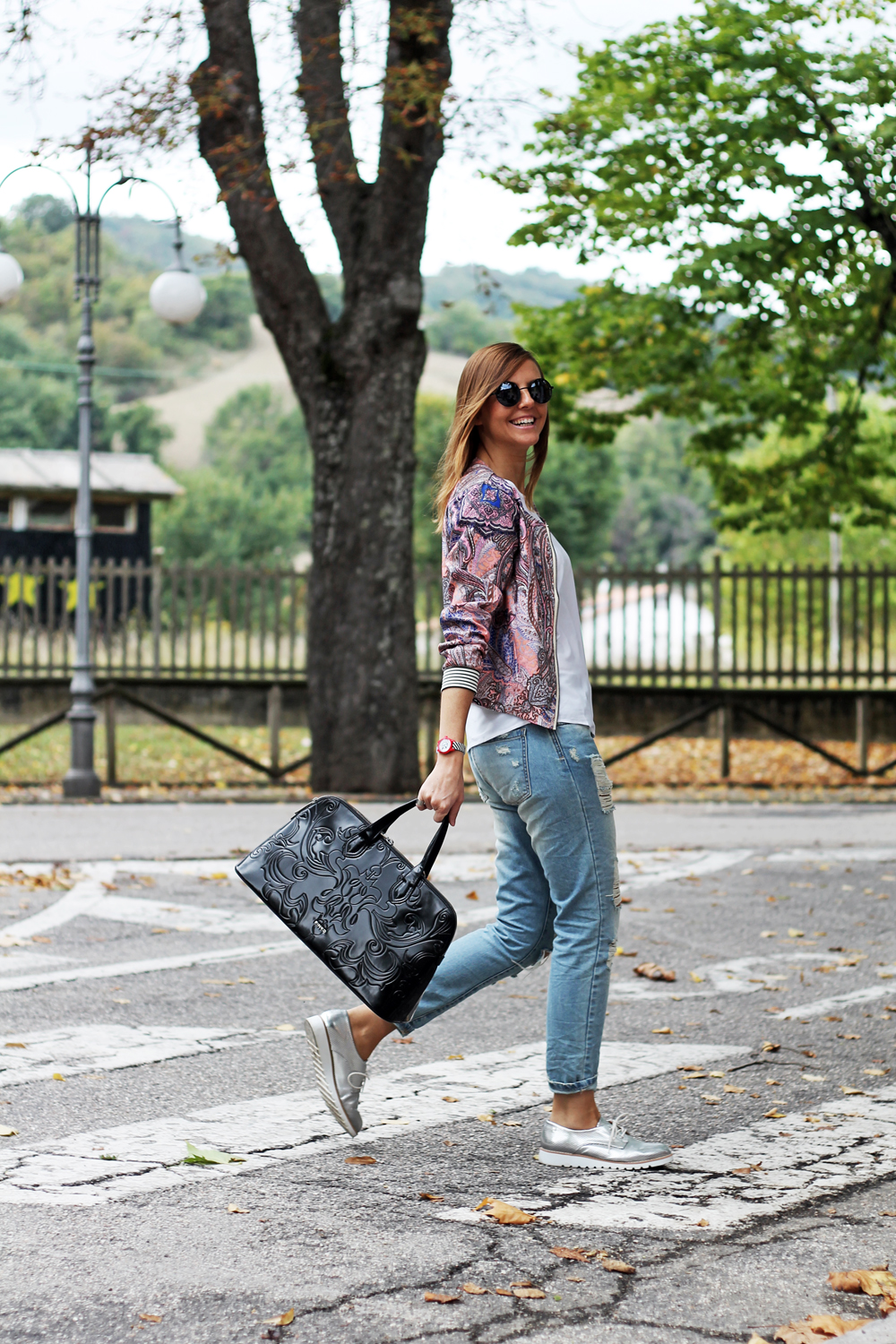 2-outfit-look-ripped-jeans-Francesca_Focarini-bomber-jacket