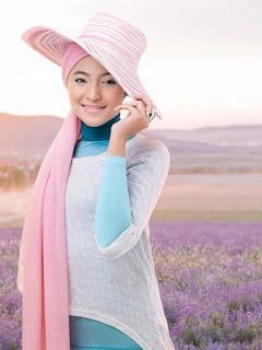 Artis Marshanda lepas Jilbab kelihatan kamera