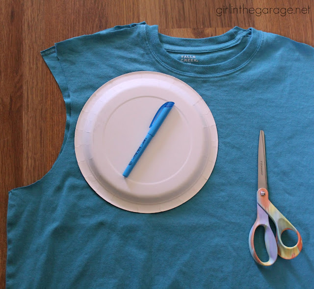 atki-geri-donusum-giysi-yenileme-moda-mavi-tsort-penye-kagit-tabak-kalem-makas