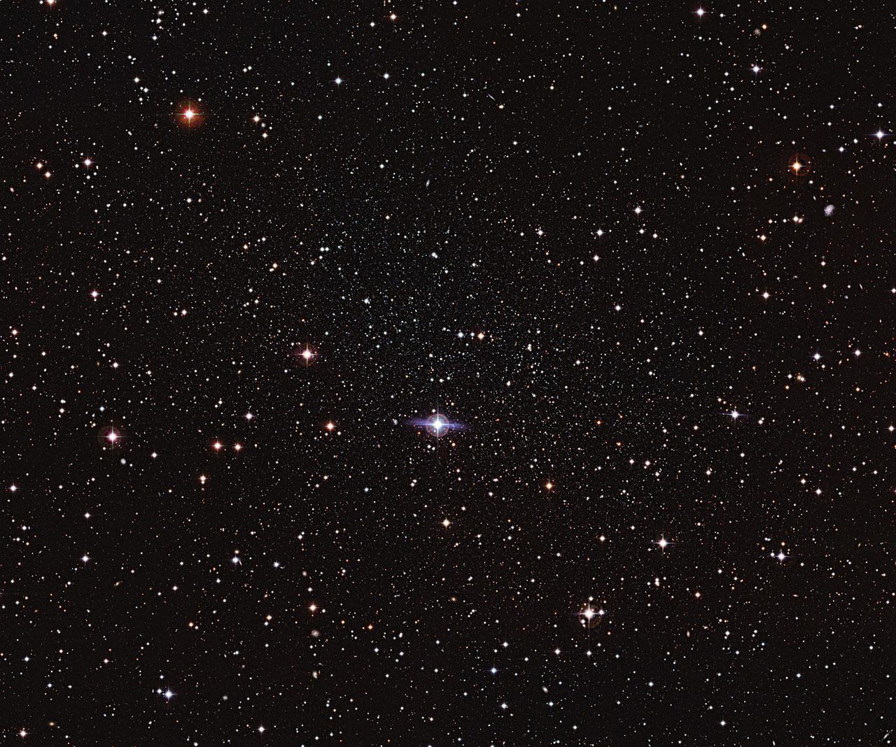 61178cd92f Es una de las galaxias más cercanas a la Tierra, pero la Galaxia Enana  Carina es tan tenue y difusa que los astrónomos sólo la descubrieron en los  años 70.