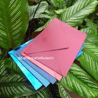 Venta de sobres para tarjetas de invitación de boda y 15 en colores y papel perlado en Guatemala