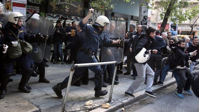 Ξύλο από τα ΜΑΤ σε διαδηλωτές για τους πλειστηριασμούς (βίντεο)