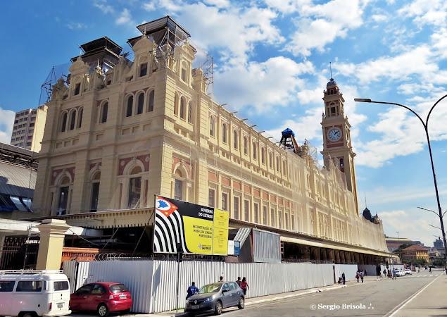Vista ampla da fachada e lateral da Estação da Luz - Museu da Lingua Portuguesa - Luz - São Paulo